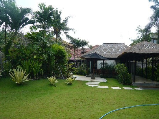 Wilsana Villas : The grounds