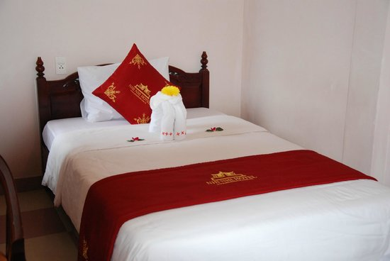 Nhi Nhi Hotel - Room 303 - twin bed