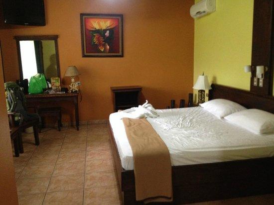 Volcano Lodge & Springs: main room