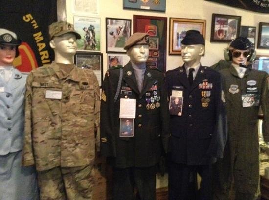 Livingston County War Museum: good uniforms