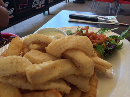 Pj's Cafe -Bar & Grill: Salt and pepper calamari. Very tender