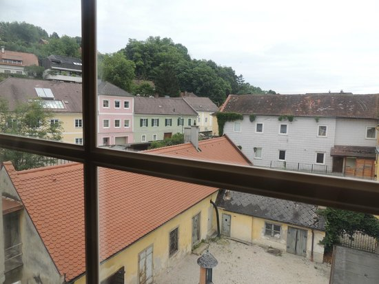 Gasthof Zur Traube: View of Courtyard