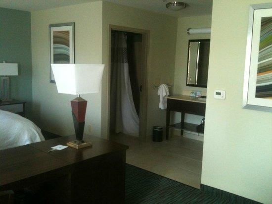 Hampton Inn & Suites Schererville: bathroom view