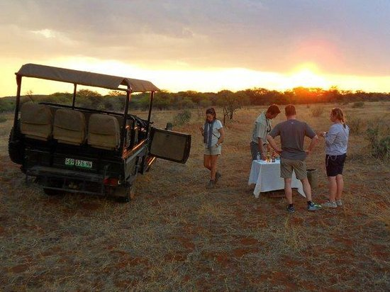 Royal Madikwe Luxury Safari Lodge: Evening Cocktails