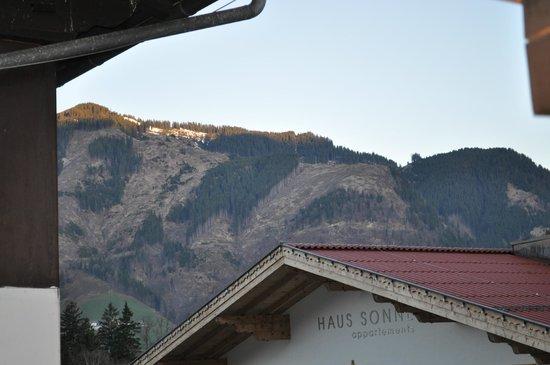 Hotel St. Hubertushof: вид на горы из окна,  не очень