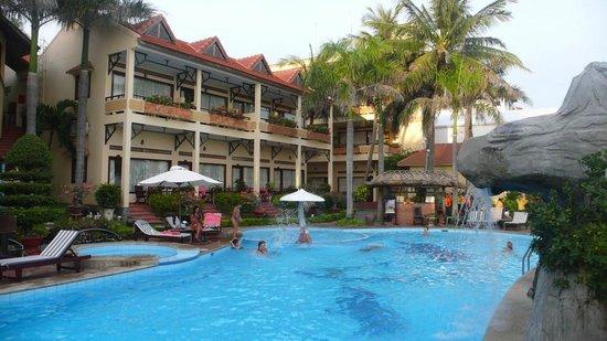 Blue Waves (Tien Dat) Resort: Sea Side