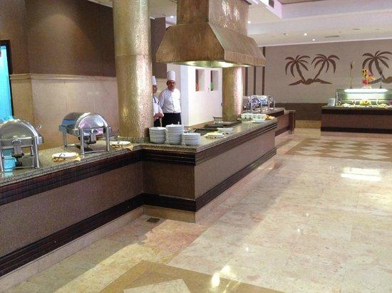 Tamra Beach: Self-serve Buffet Area