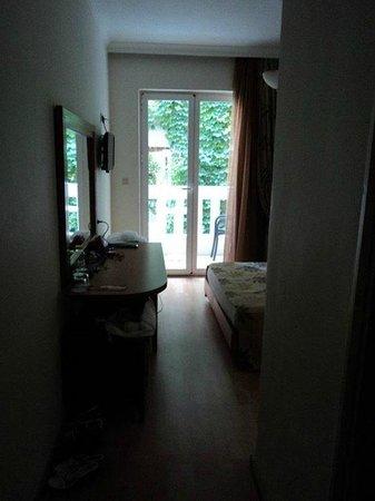 Jo-An Palace Hotel: вход в номер справа ванная с туалетом