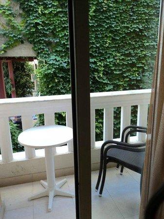 Jo-An Palace Hotel: Балкон в номере (пепельница ставиться по желанию)