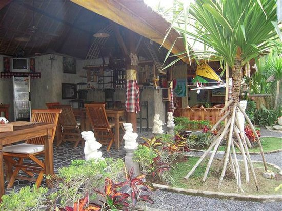 Alam Nusa Huts and Spa : Reception area and restaurant