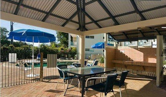 إنكور موتيل نوسا: Covered arae near the pool
