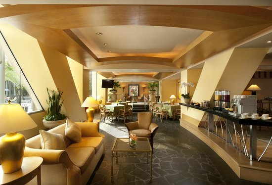 Conrad Centennial Singapore: Early check-in and Late check-out lounge