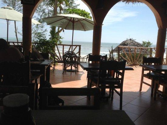 Mbuyuni Beach Village: dining place