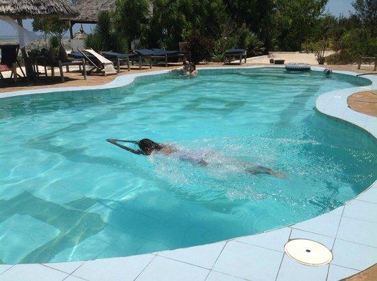 Mbuyuni Beach Village: swiming pool