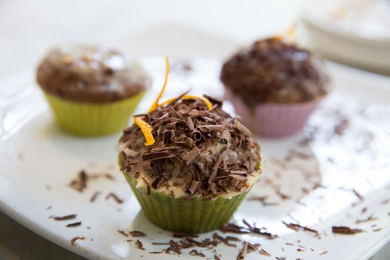 Tin Roof Cafe : Homemade chocolate & orange cup cakes