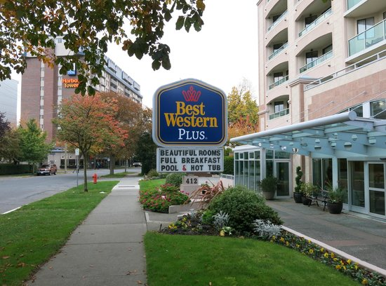 Best Western Plus Inner Harbour : Front of Hotel - Residential Side