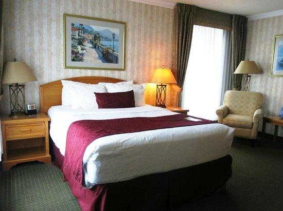 BEST WESTERN Plus Inner Harbour : Queen Corner Room - 3