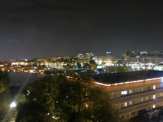 BEST WESTERN Plus Inner Harbour: Queen Corner Room  - Balcony Night View - 1