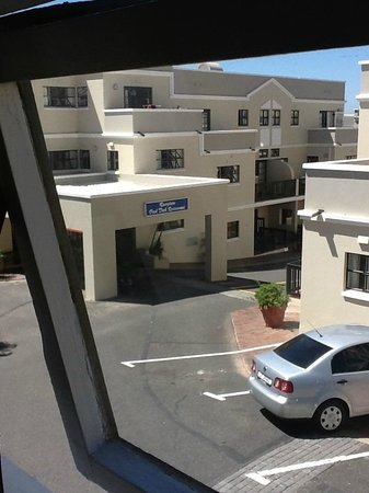 Best Western Cape Suites Hotel : view of reception