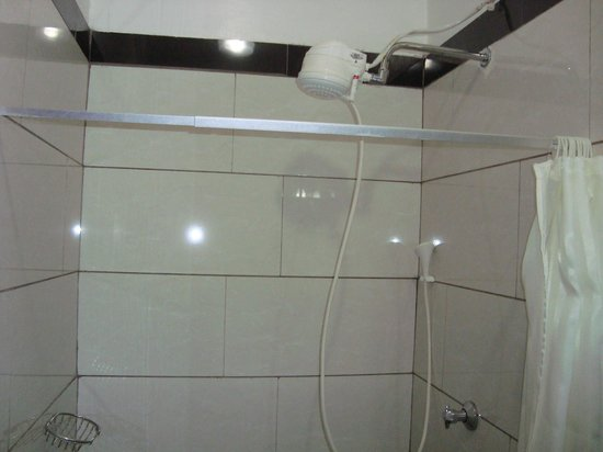 The Monalisa Hotel : VERY hot shower...use with caution