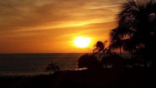 Aulani, a Disney Resort & Spa: Breataking Sunset at the Infinity Spa