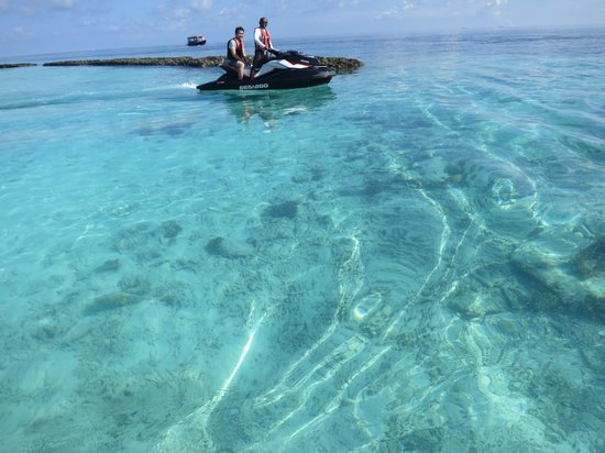 Coco Bodu Hithi: Clear Water