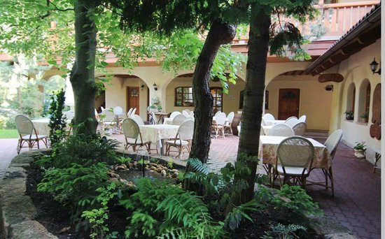 Hotel Frydl: A summer garden