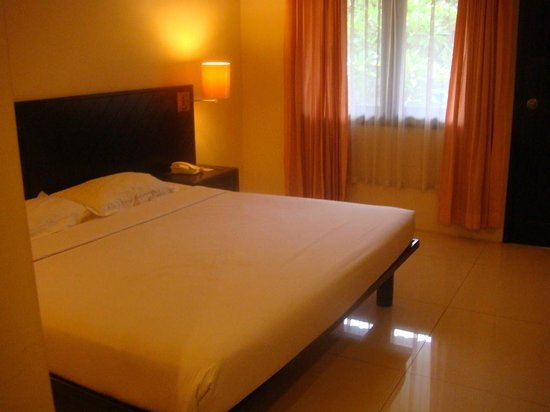 Legian Paradiso Hotel: Bed