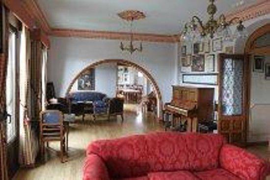 Iacobus: Salón,centro de lectura.