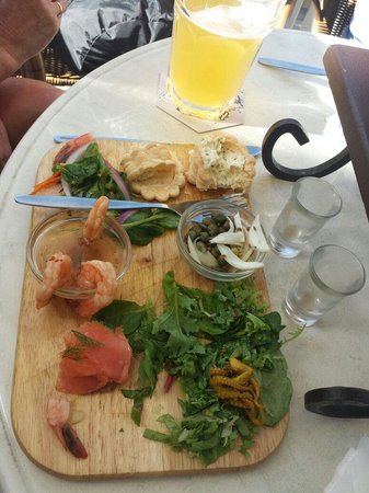 Belgian Beer Cafe: Seafood platter 37 dollari! So bad!