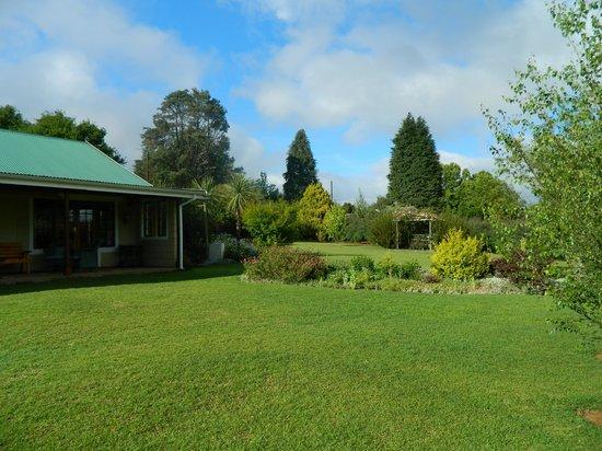 Cedar Garden Bed & Breakfast: Beautiful Garden