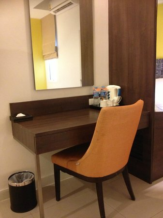 Legacy Express Sukhumvit by Compass Hospitality: table