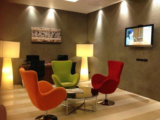 Legacy Express Sukhumvit by Compass Hospitality: Hotel Lobby