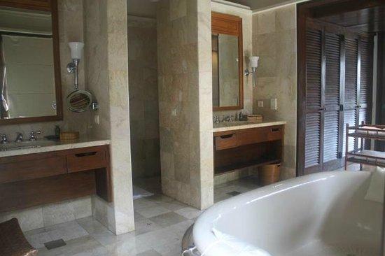 Four Seasons Resort Bali at Jimbaran Bay: bathroom