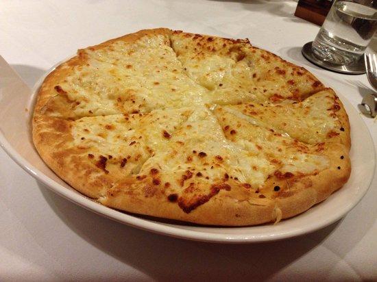 Satrapezo: Teig gefüllt mit Käse