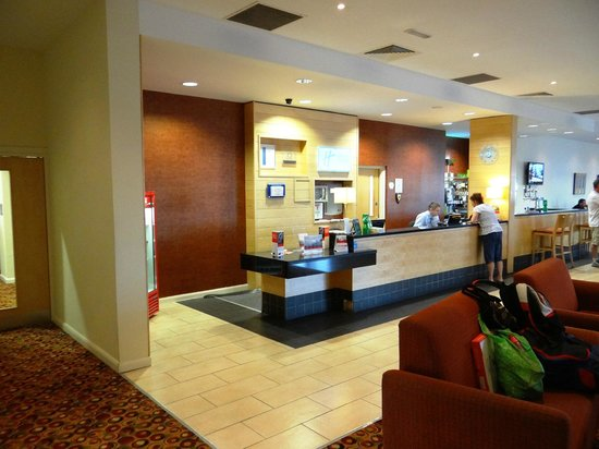 Holiday Inn Express Antrim M2, JCT.1: HIE Antrim M2, JCT. 1 - reception
