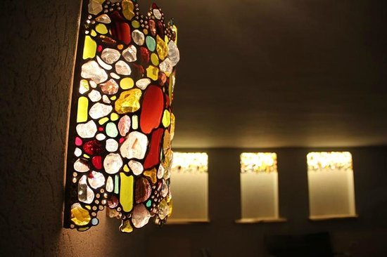 Arbel Suites Hotel: stained glass