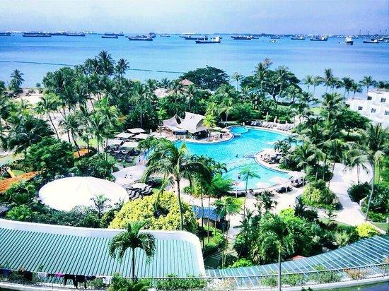 Shangri-La's Rasa Sentosa Resort & Spa: View from our Panoramic Seaview Room