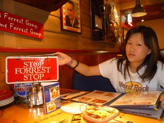 Bubba Gump Shrimp Co. Restaurant and Market: How to call the waiter