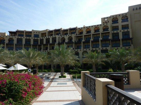 Hilton Ras Al Khaimah Resort & Spa : Das zentrale Hotelgebäude