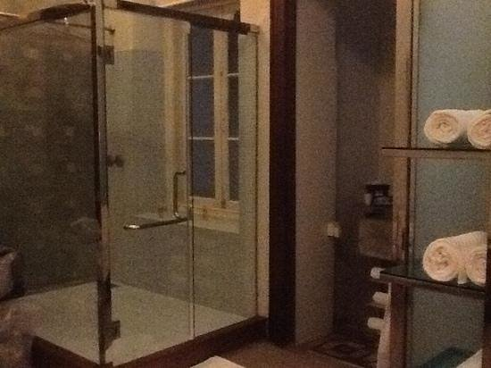 CASA Colombo Collection: massive shower