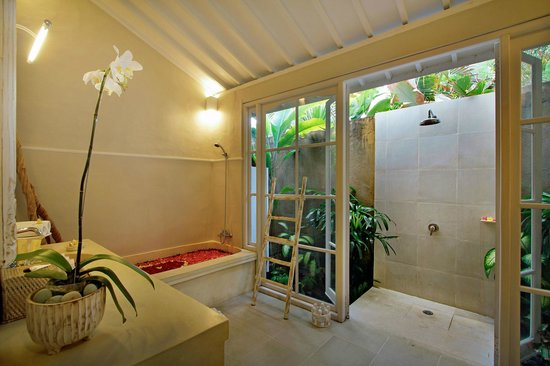The Lodek Villas: bathroom