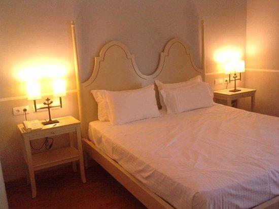 Hotel Castellar: DORMITORIO