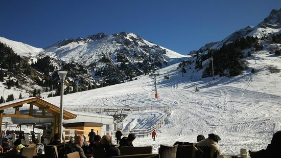 Rixos Almaty: Great skiing is only 30 min. drive away