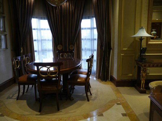 Peermont D'oreale Grande at Emperors Palace: dining table in room