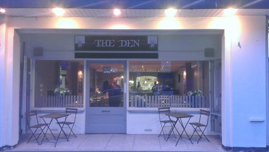 The Den: getlstd_property_photo