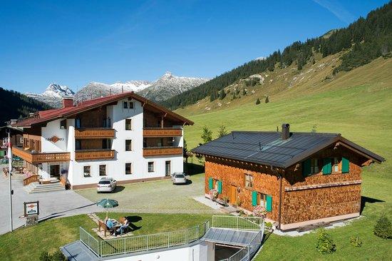 Alphorn Gasthof: Außenansicht Sommer