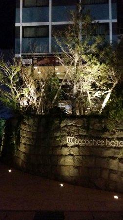 Cocochee Hotel: 正面玄関 駅の目の前!