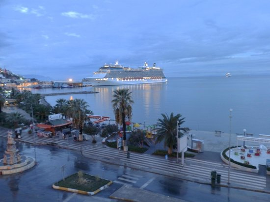 Derici Hotel: Watching arrival of cruise ships from the balcony