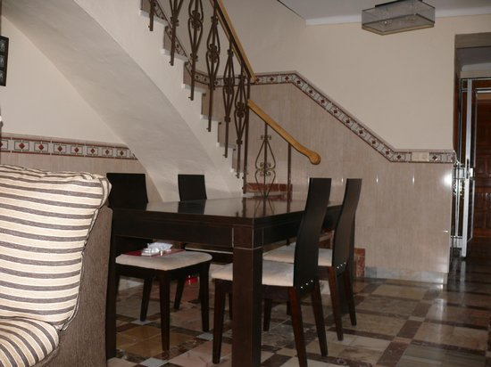 Hospederia Sol Castilla: mesa super comoda para comer, juegos de mesa...